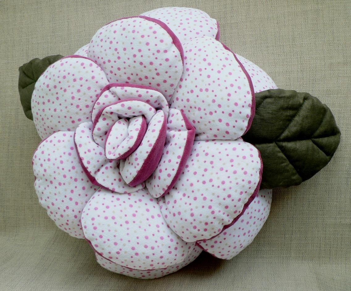 Подушка своими руками роза